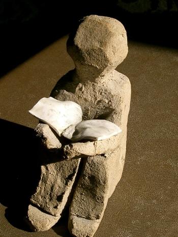 Lecteur_-_statuette_pierre